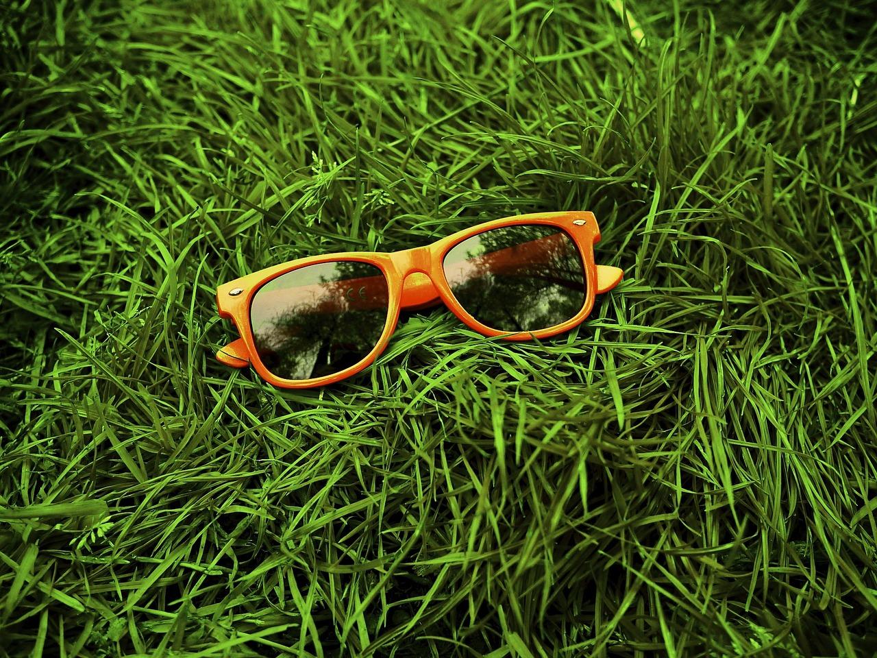 Okulary przeciwsłoneczne – niezbędny element przez cały rok