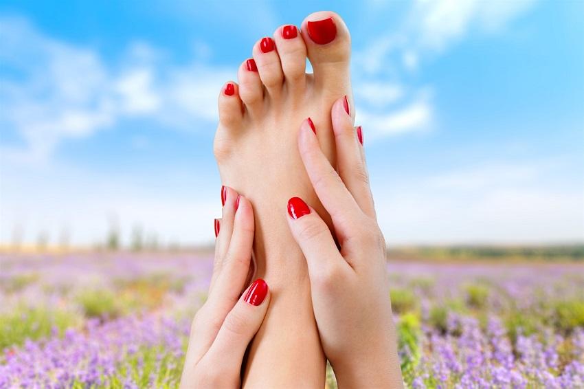 Seksowne stopy na lato – kuracja złuszczająca