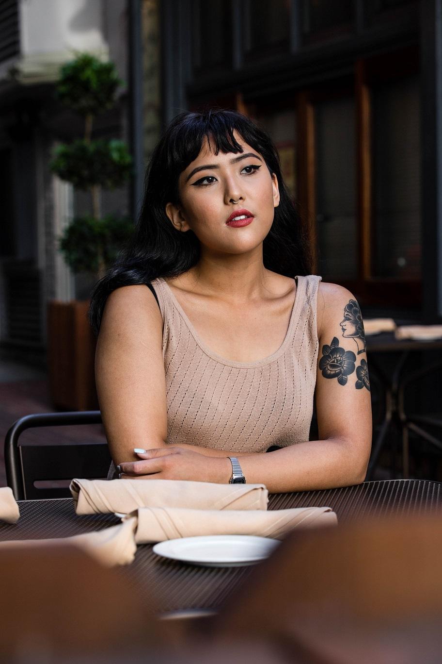 Jak wybrać i zadbać o estetyczny, kobiecy tatuaż? – informacja prasowa